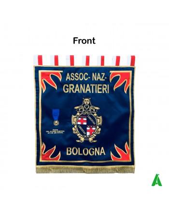 Labaro per associazione granatieri d'Italia personalizzato con ricami di sezione e città.