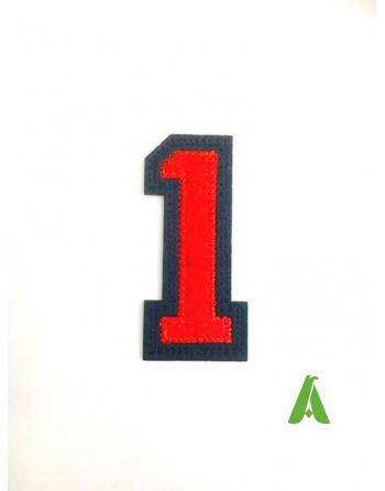 Nummer 1 auf Filz gestickt, rot-blaue Farbe, zum Aufnähen oder Aufkleben auf die Kleidung.