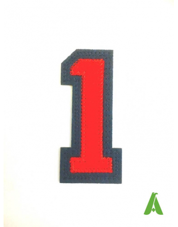 Chiffre brodée N.1 couleur rouge/bleue en feutre, appliqué à chaud et cousu sur des vêtements.