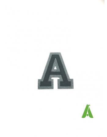 Lettera A termoadesiva e da cucire, cm 5 colore Nero/Grigio, per abbigliamento, cappellini e sport.