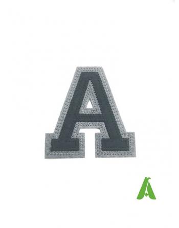 Lettre A brodée sur feutre, noir/gris, thermo-adhésif et à coudre sur textiles et vêtements.
