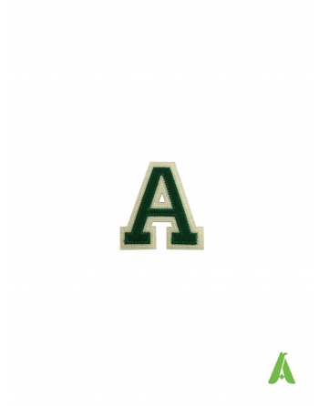 Buchstabe A aus Filz, Höhe 5 cm, Farbe Grün/Ecru, thermoadhäsiv und zum Aufnähen von Kleidung und Mützen & hut.