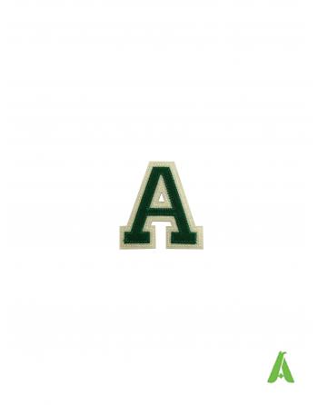 Lettre A en feutre, hauteur 5 cm, couleur Vert-Ecru, appliquée à chaud et cousue sur vêtements et casquettes.