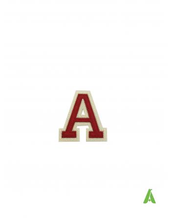 """Buchstabe """"A"""" in rot-beiger Farbe auf Filz gestickt, 5 cm, thermoadhäsiv und auf Kappen und Kleidung aufgenäht"""