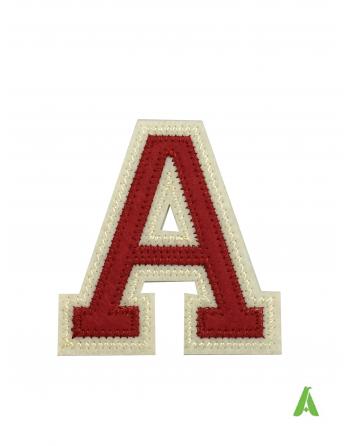 Lettera A in pannolenci feltro, ricamata e sagomata su stoffa, con colla termoadesiva e pronta da cucire su capi, felpe, tessuti