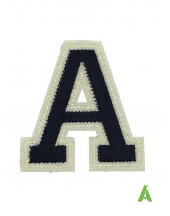 """Lettre """"A"""" de l'alphabet bleu foncé/beige brodé, cm 10 à coudre et thermocollant pour jackets, vestes, sweatshirts, textile."""