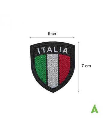 Bandiera scudetto Italia tricolore ricamata, termoadesiva e da cucire su abbigliamento, cm 6 x 7 su fondo nero.