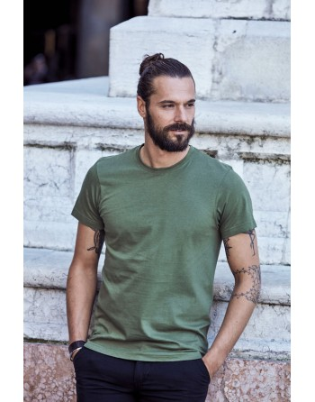 Bespoke military green T-shirt with embroidered logo, unisex, short sleeves, for events, companies, promotions, sport.