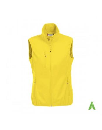 Chaleco de softshell para mujer color amarillo personalizado con bordado para deporte, empresas y promocional.