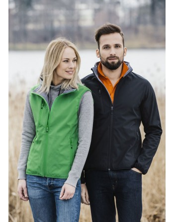 Chaqueta softshell para hombres con tejido de triple capa, bordados personalizados para empresas, deportivos y promocionales.