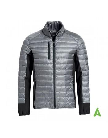 Piumino leggero ed elegante per uomo, colore grigio, tasche per auricolari e personalizzabile con ricamo o patch cucito.