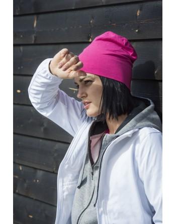 Chaqueta softshell para mujer con tejido de triple capa, bordados personalizados para empresas, deportivos y promocionales.