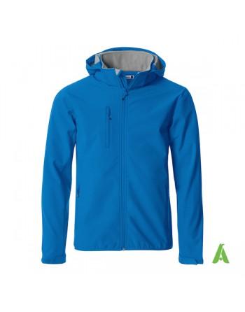 Giacca softshell con cappuccio, per uomo, colore royal con tessuto triplo strato, ricamo personalizzato per aziende e sport.