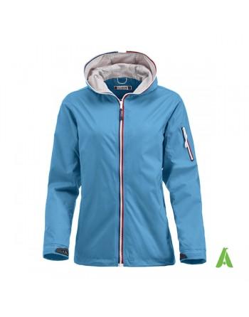 Giacca da donna impermeabile antivento leggera colore azzurro, in stile nautico, cappuccio e ricamo personalizzato.