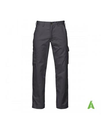 Pantalone professionale da lavoro colore grigio antracite scuro, moderno, pratico, tasche laterali e ricamo aziendale.
