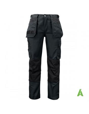 Pantalone da lavoro nero con tasche flottanti, taglio professionale, para ginocchia e ricamo aziendale personalizzato.