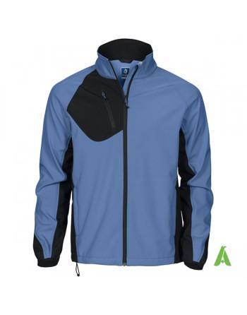 Giacca tecnica softshell blu turchese triplo strato, impermeabile e traspirante con ricamo personalizzato per aziende.
