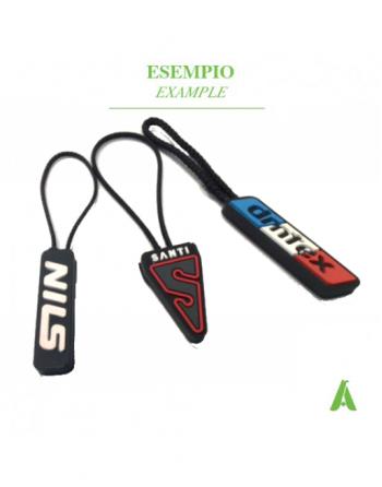 Tirazip in gomma PVC personalizzati col tuo logo, e pronti per essere inseriti nella zip