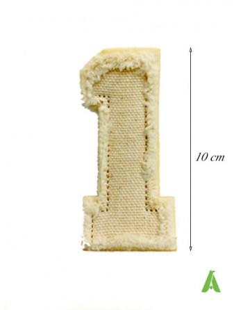 Numero 1 ricamato su tessuto colore beige-ecru' in stile vintage sfrangiato da cucire o stirare su abbigliamento.