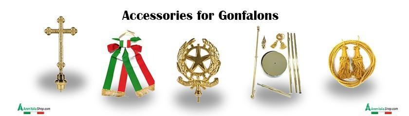 Accesorios y astas para el sostén de estandartes y gallardetes de latón cromado, aluminio y de madera.